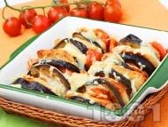Рецепта Пържени патладжани на фурна с панирани пилешки филенца, чери домати и моцарела